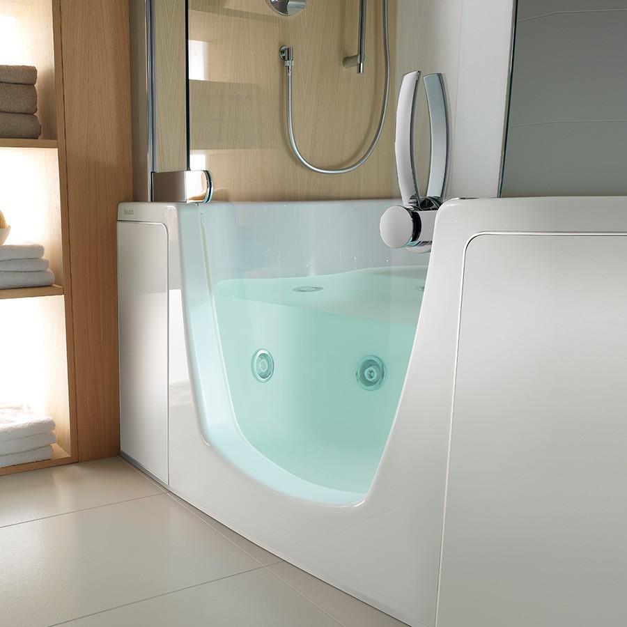 383 hj rne badekar i smukt design med indgangsd r. Black Bedroom Furniture Sets. Home Design Ideas